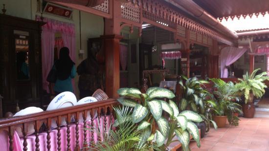 Villa Sentosa (Malay Living Museum): The porch of Villa Sentosa