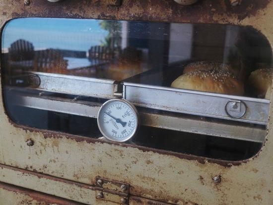 Lavalon SeaView Hostel & Bar: Homemade Burger Bread