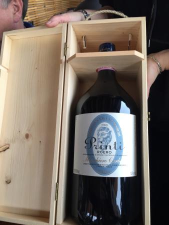Principe Delle Nevi: Nice wine cellar