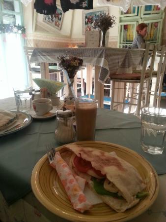 Kuca mala: Half sandwich