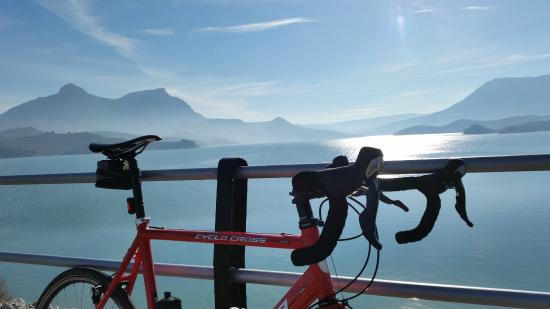 Andalucian Cycling Experience Day Trips: Far side of The Lake
