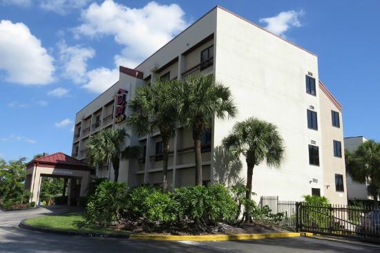 Red Roof Plus+ Miami Airport: Hotel