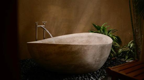 Florblanca Resort: Bathtub in villa