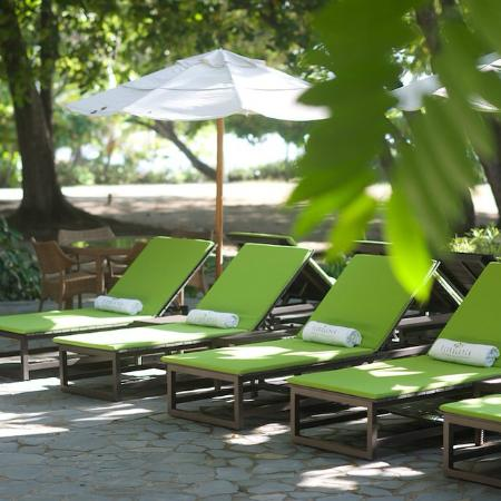 Florblanca Resort: Pool Lounge Chairs