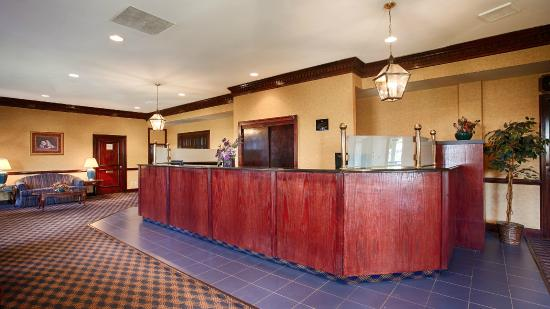 Best Western Falls Church - Arlington Area: Front desk