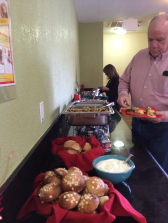 BEST WESTERN PLUS Sonora Oaks Hotel & Conference Center: Fireside Room Buffet Bar