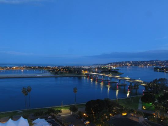 Hyatt Regency Mission Bay: View from the room of the bay and bridge