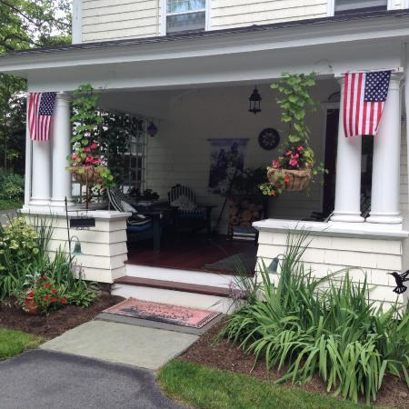 Warwick Valley Bed and Breakfast: Back porch to relax and the main entrance
