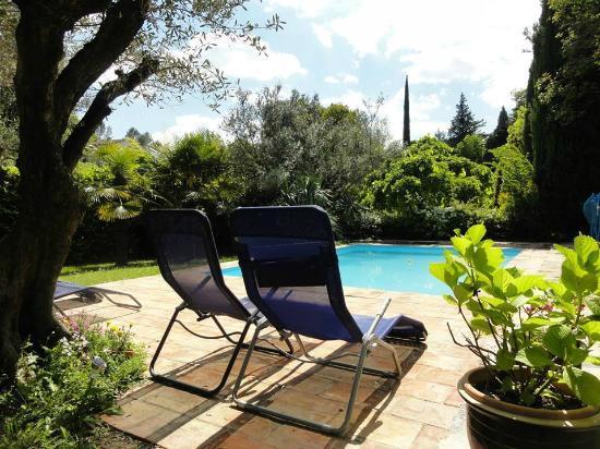 Les Montades: Zwembad