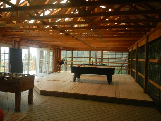 Whitebird Summit Ranch: Game room with air hockey table