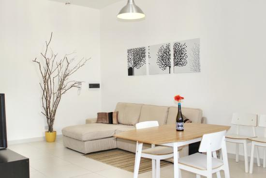 Two Pillows Boutique Hostel : White Studio