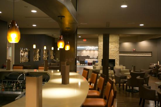 DoubleTree Cleveland East/Beachwood : Sanctuary Restaurant and Wine Bar