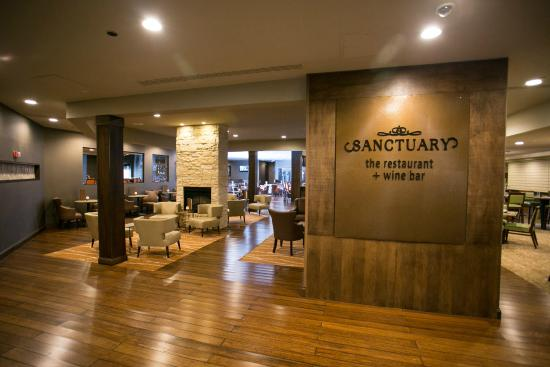 DoubleTree Cleveland East/Beachwood: Sanctuary Restaurant and Wine Bar