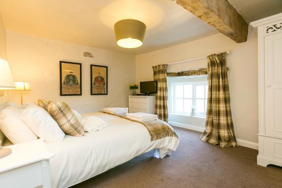 huntsmans cottage master bedroom - picture of ribblesdale park