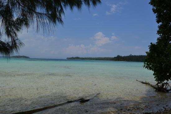Lola Island, Wyspy Salomona: Azure waters everywhere you look..