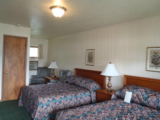 Glass House Inn : 2 Bed Room
