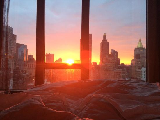 Kimpton Hotel Eventi: Sunrise from our bed