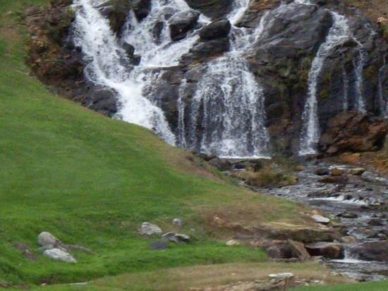 Wyndham Resort at Fairfield Sapphire Valley : Just one of the amazing waterfalls
