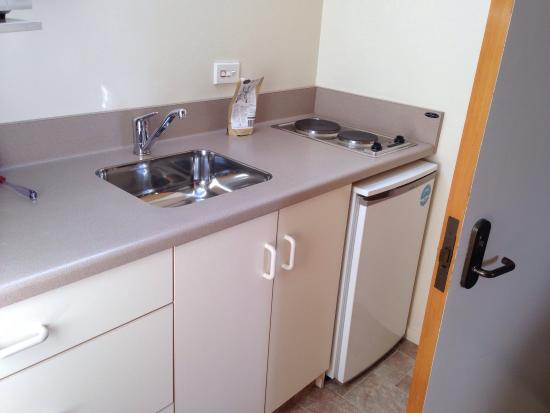 Arrow Motel Apartments: Kitchenette in 1 bedroom