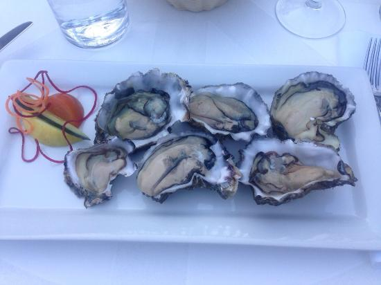 Only Seafood: Fresh locally caught oysters - yum!