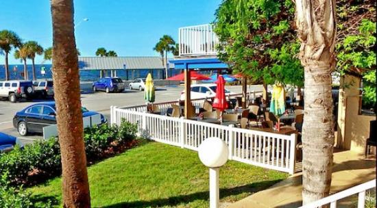 Inn on the Gulf: Outdoor Patio Dining Area