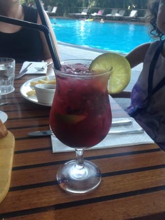 Pool Terrace Restaurant: Cocktail by the pool with dinner