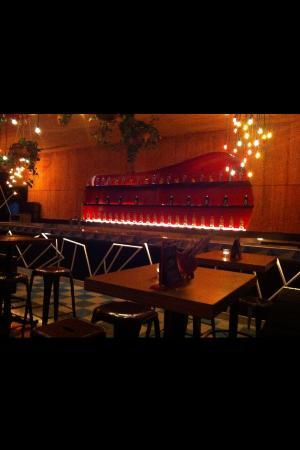 James Pub Cancun: La salle de restaurant à l intérieur
