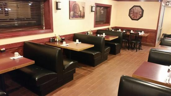 Aurora Family Restaurant : Dining Area