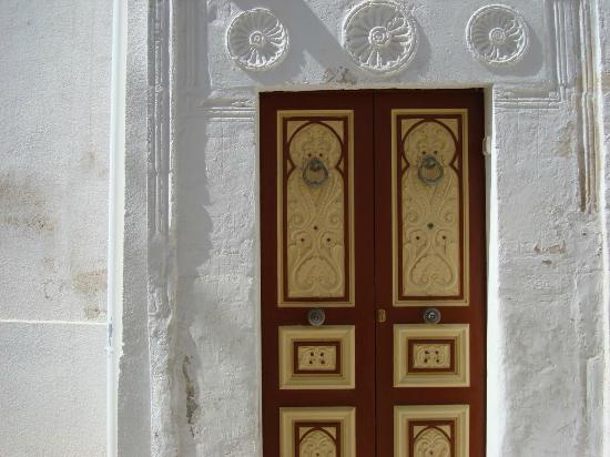 Bunte Türen gibt es in Mahdias Medina en masse - Picture of Mahdia\'s ...