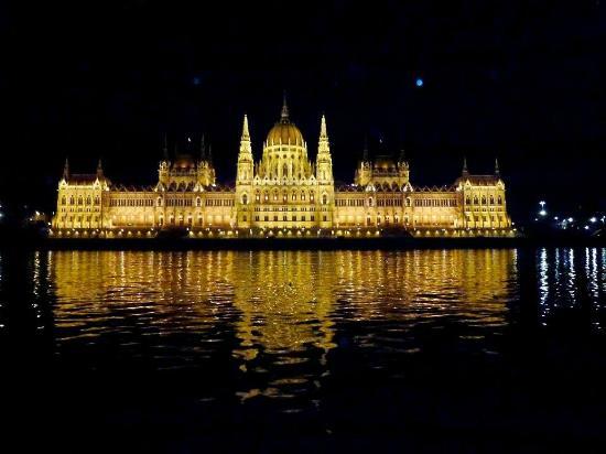 Danube River: Night Cruise