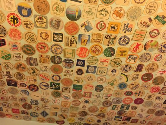 Brauerei zum Rossknecht: 天井のコースター