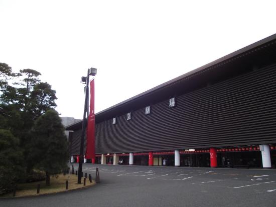 National Theatre : 校倉造りの正面
