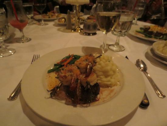 Hy's Steak House - Waikiki: Filet mignon with rosemary shrimp