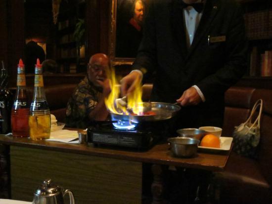 Hy's Steak House - Waikiki: Making the flambe