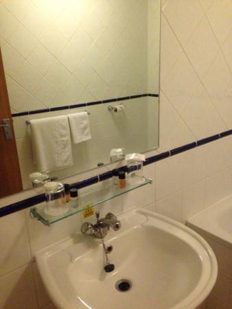 Westone Manor Hotel: Bathroom