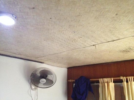 Seagate Beach Resort: Ventilateur plein de poussière à ne pas utiliser