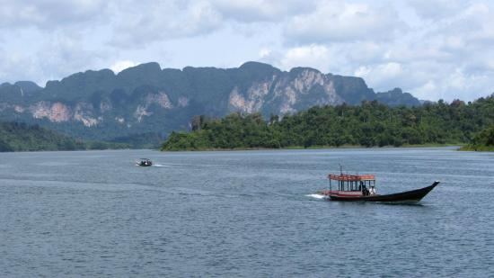 Khao Sok Green Mountain View: Entrance of the national park