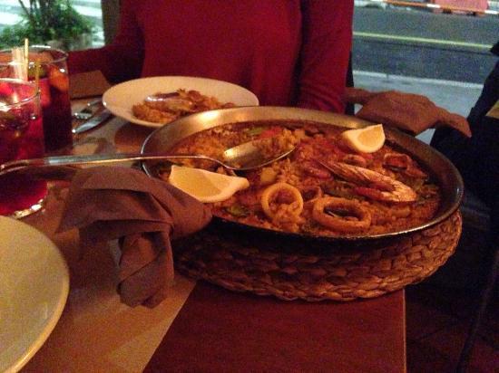 Paella de pescado foto di tapa 39 n kitchen bar milano - Paella de pescado ...