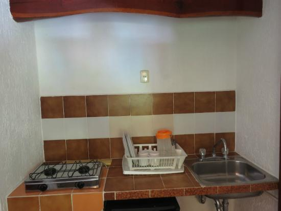 Eco-Hotel El Rey Del Caribe: kitchenette in room