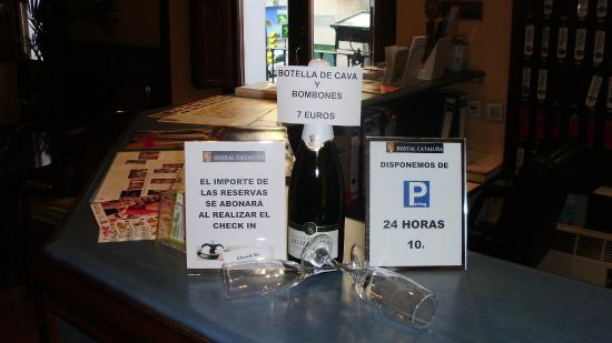 Hostal Cataluna: RECEPCION
