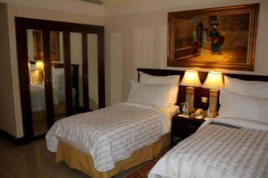 Al Sondos Suites: chambre