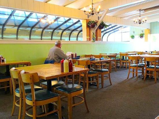 Atlantic Seafood & Steaks Restaurant : inside