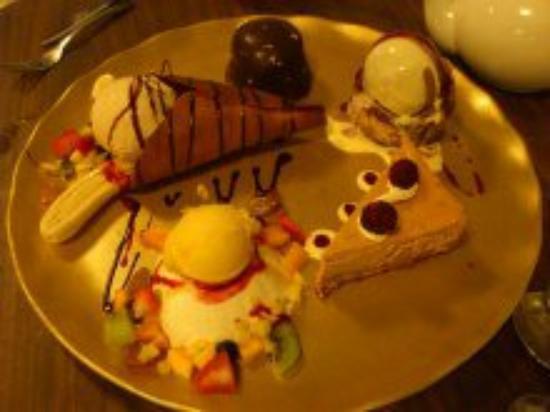 Enjoying dinner photo de pah ke 39 s chinese restaurant for Accord asian cuisine