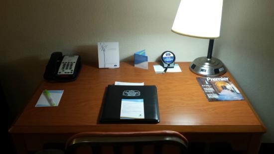Fairfield Inn & Suites Titusville Kennedy Space Center: Desk