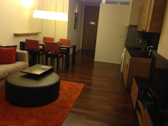 Pan Pacific Serviced Suites Bangkok : リビング