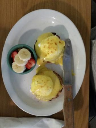 Red Rooster : Eggs Benedict with fruit.