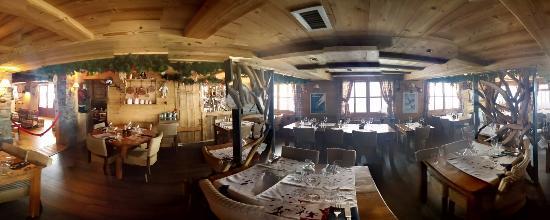 Hotel du Mont-Charvin : Voilà une photo à 360° de la salle du restaurant
