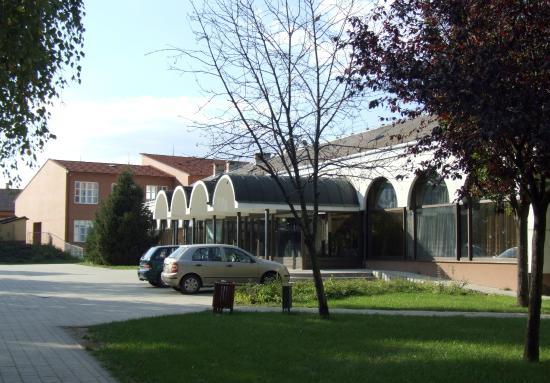 Hajdunanas, Hungary: Kéky Lajos Művelődési Központ hátsó bejárat