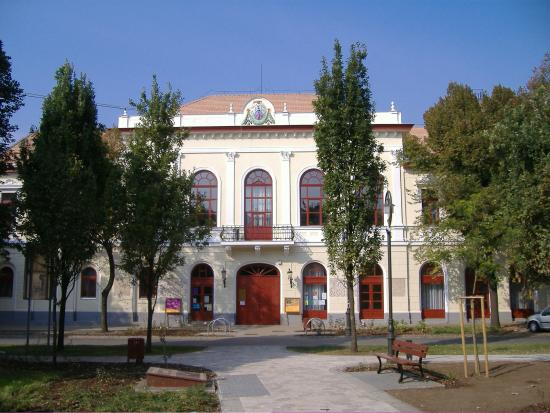 Hajdunanas, Węgry: Kéky Lajos Művelődési Központ