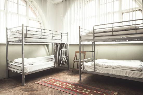 Hatter's Hostel: Dormitory